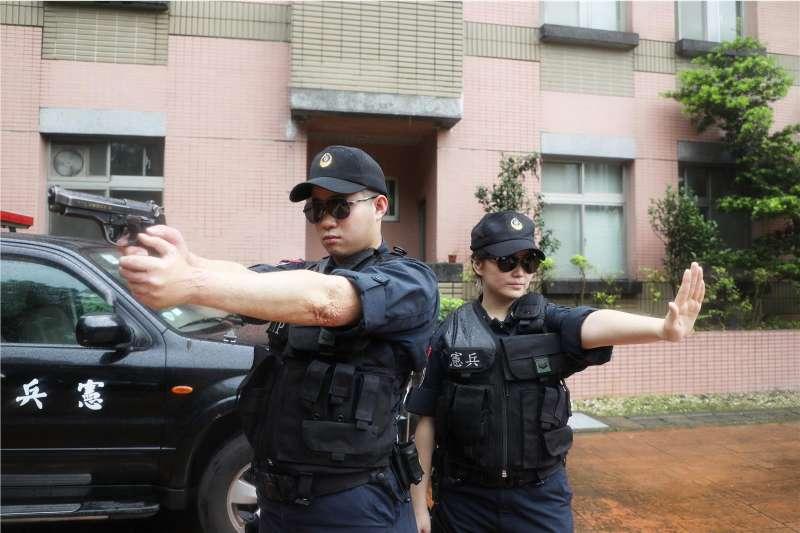 憲兵202指揮部中負責總統、副總統官邸維安的332營,運用所屬兵力和格鬥戰技、各類武器裝備並結合區域內警察單位,共同確保官邸中衛區和外圍安全。(取自青年日報社)