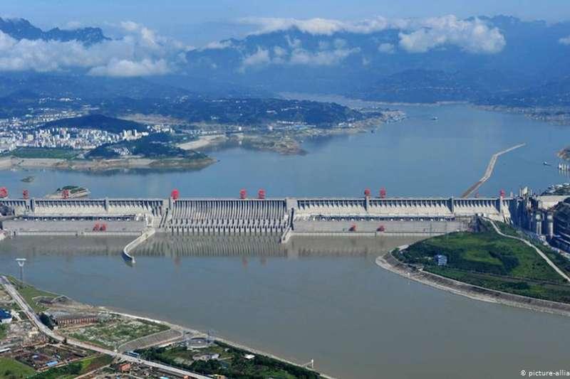 中國的三峽大壩從立項開始就是各方爭議的焦點。(德國之聲)