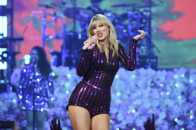 泰勒絲巡演不斷打破美國銷售紀錄。(AP)