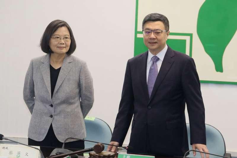 黨主席卓榮泰(右)雖曾高呼團結,但蔡陣營似乎不領情。(柯承惠攝)