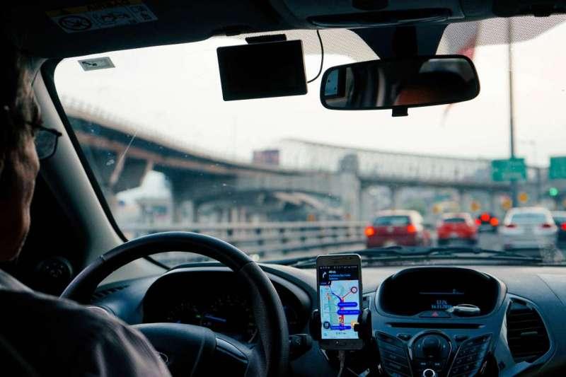 孟戈馬為了餬口,一邊兼差當Uber司機,一邊自學歌劇(示意圖/Unsplash)