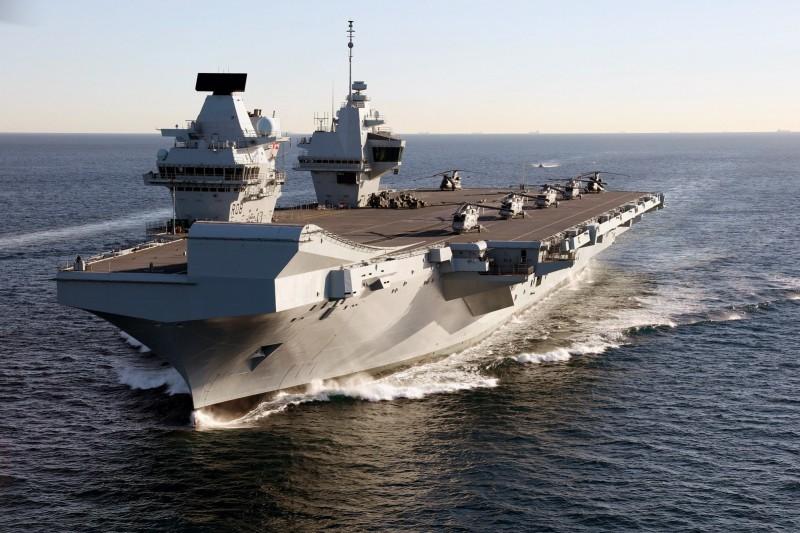 英國皇家海軍航空母艦「伊莉莎白女王號」(HMS Queen Elizabeth)(Dave Jenkins@Wikipedia / CC BY 2.0)