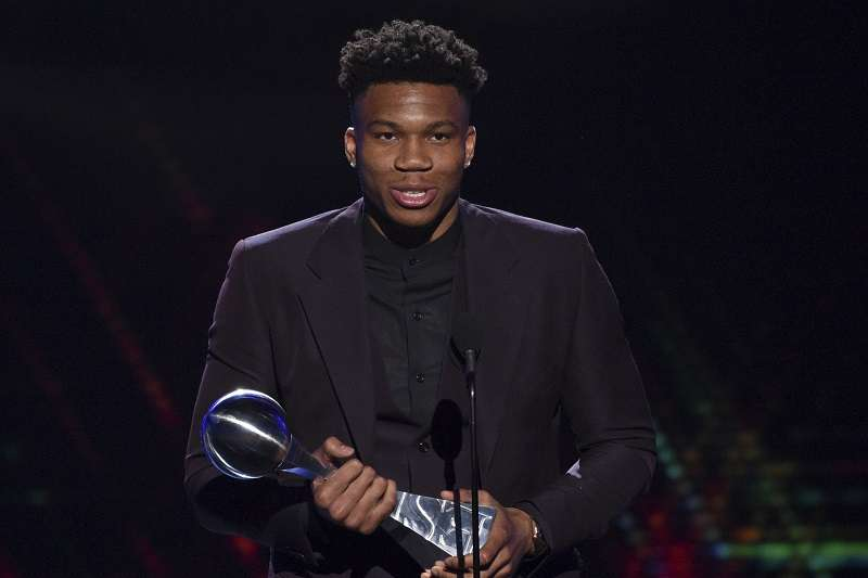 安特托昆波在今日獲頒ESPY年度最佳男運動員獎項。 (美聯社)