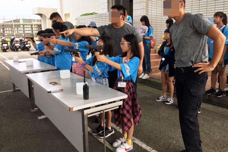 20190711-海巡署特勤隊員近日舉行接待桃園市小小記者體驗營活動。(取自海巡署網站)