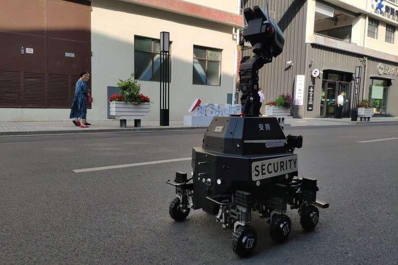 上海楊浦的長陽創谷園區內正在工作的巡更機器人。(新華社)