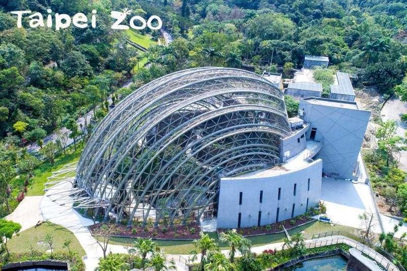 台北市立動物園的熱帶雨林館以台灣穿山甲作為建築造型,被稱之為「穿山甲館」(Pangolin Dome)。但不少遊客在參觀後,卻表示並未看見穿山甲的蹤跡。(取自台北市政府網站)