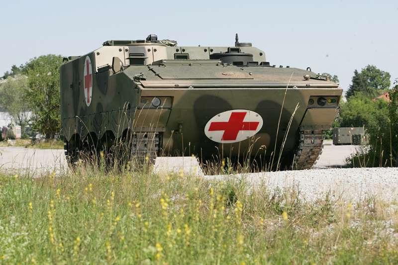 中國人民解放軍派往巴伐利亞,與德軍一起舉辦聯合軍演的解放軍ZBD-04裝甲醫護車。(聯邦國防軍,作者許劍虹提供)