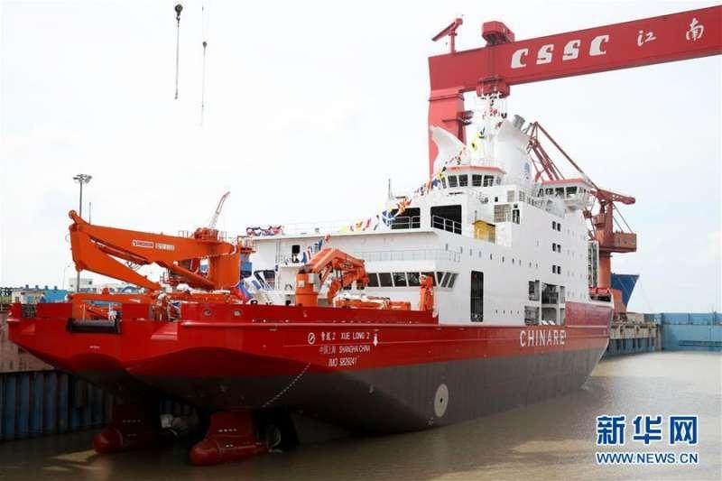 中國首艘自主建造的極地科學考察破冰船「雪龍2號」。(新華社)