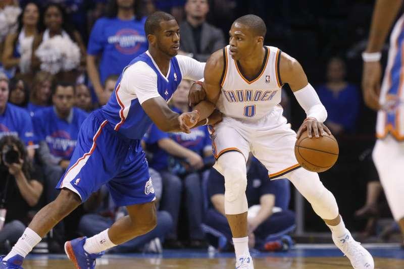 保羅(Chris Paul)和威斯布魯克(Russel Westbrook)互換隊伍,成NBA交易重磅消息。(美聯社)
