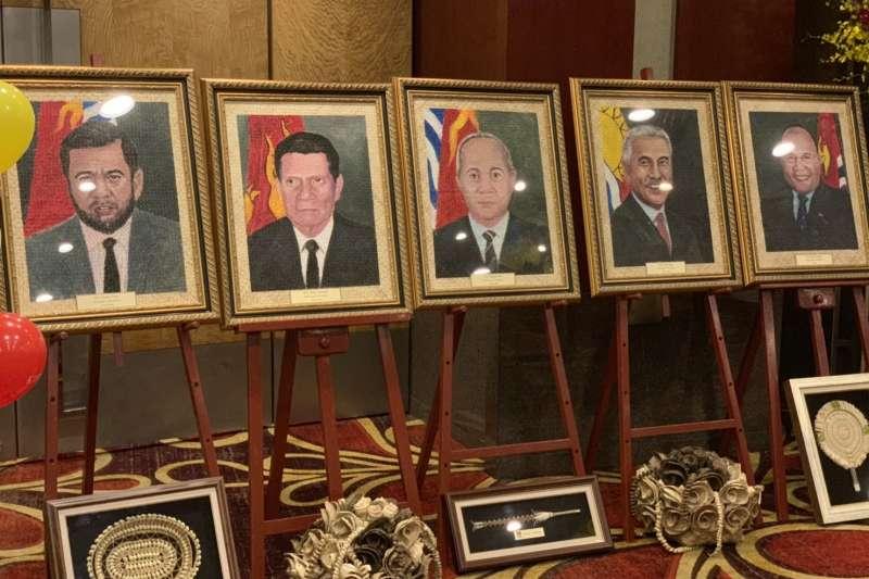 2019年7月12日,吉里巴斯駐台灣大使館首次在台灣舉辦國慶酒會,現場展出歷任總統畫像。(簡恒宇攝)