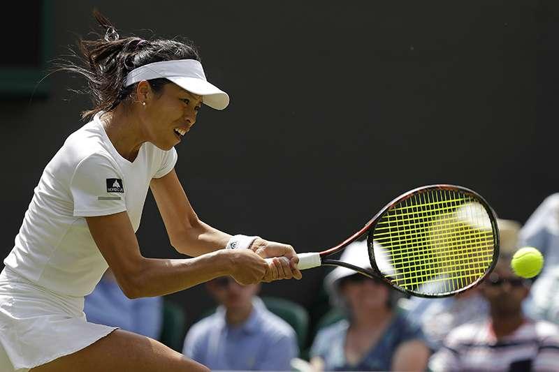 我國網球女雙好手謝淑薇,搭檔捷克老將史翠可娃成功在溫網女雙四強擊敗強敵,睽違六年重返雙打冠軍戰。(美聯社)