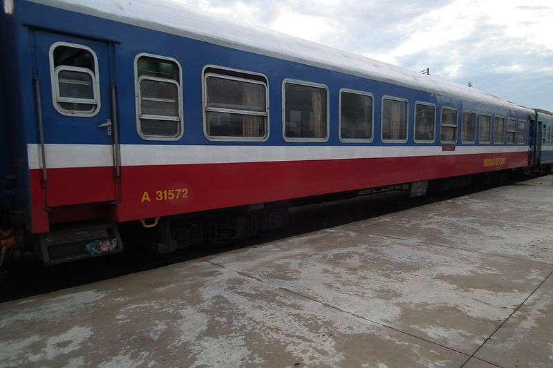 越南鐵路的新型空調軟座車。(松岡明芳 @Wikipedia / CC BY 3.0)