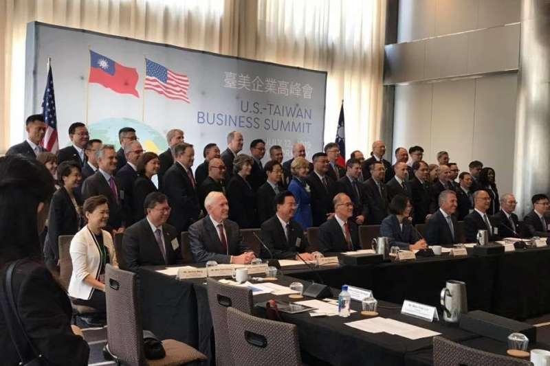 總統蔡英文出訪友邦,首站過境紐約,蔡英文在13日出席由那斯達克(NASDAQ)董事會主席史賓林特(Michael Splinter)主持的台美企業高峰會。(取自管碧玲臉書)