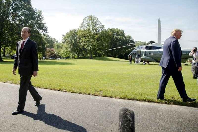 美國勞工部長阿科斯塔受到億萬富翁艾普斯坦性侵案波及,12日宣布辭職。(AP)