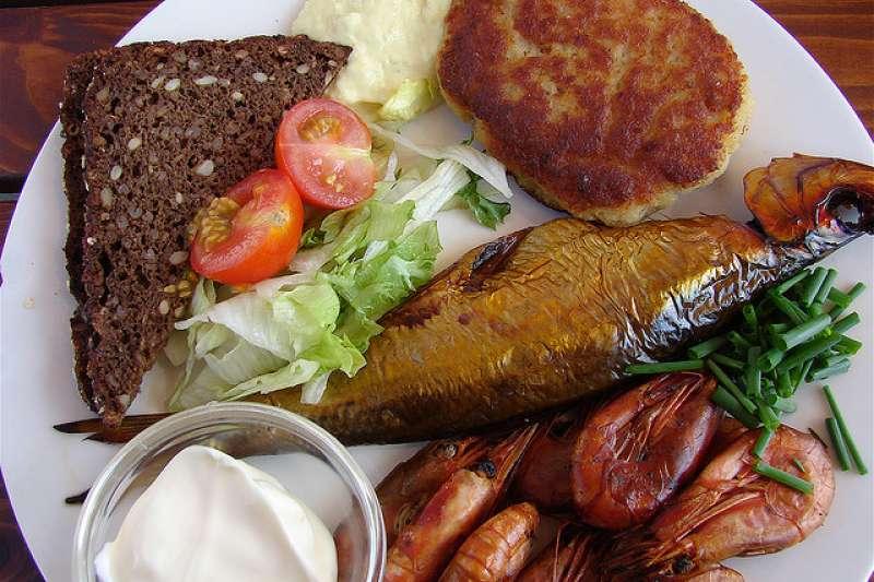 午餐(Wikipedia ? Public Domain)