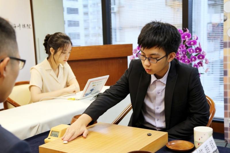 18歲棋士許皓鋐成功衛冕十段。(海峰棋院)
