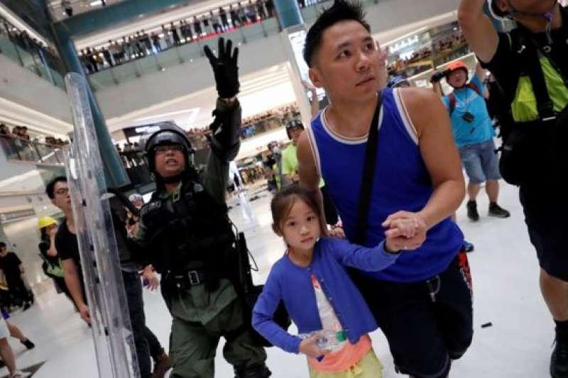 香港反送中本周再度爆發多場抗議,警民間的衝突也再升級。(BBC中文網)