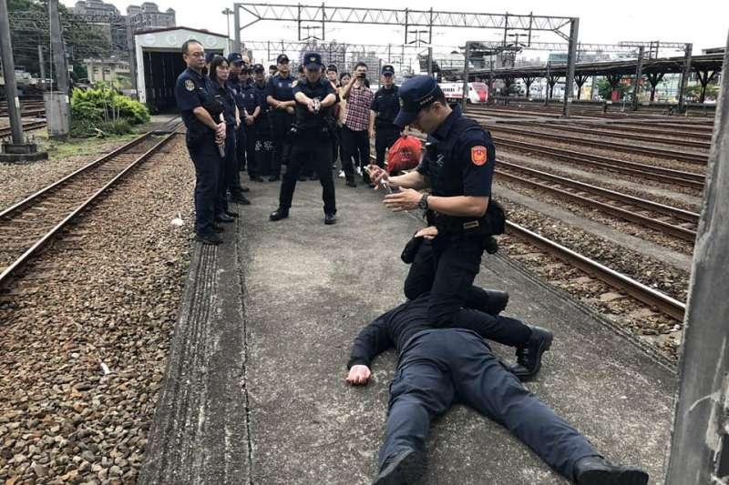 女子自拍上傳嗆要對總統不利,在民眾報案後被鐵路警察局帶回偵辦。示意圖,與新聞個案無關。(資料照,取自鐵路警察局臉書)
