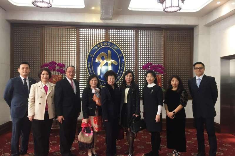 中華民國工商婦女協會駱總會長率領顧問及重要幹部拜會外交部拓展會務(圖/工商婦女企業管理協會)