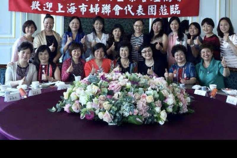 上海市婦聯代表團拜訪CWBA Chinese Women Business Association. 駱總會長帶會姊們在101大廈86F餐廳招待超過25 年交情的貴賓們
