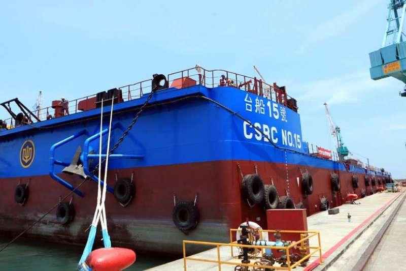 「台船15號」首航基隆到高雄,對準離岸風電工程需求。(圖/台船基隆廠提供)