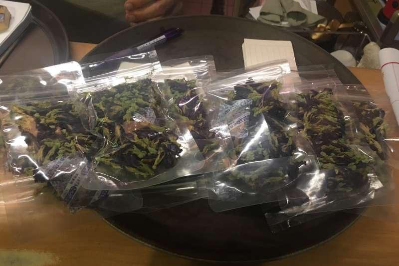 台北市衛生局5月抽查「蝶豆花」產品,對其進行農藥殘留檢驗。最終在10件產品中,有6件不符合規定。(取自台北市政府)