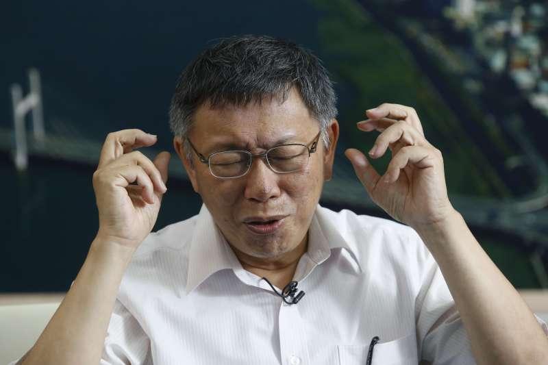 台北市長柯文哲接受風傳媒和新新聞專訪,說他正在研發總統大選的原子彈。(郭晉瑋攝)