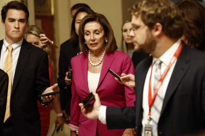 美國眾議院16日決議譴責總統川普的歧視性言論。圖為院長裴洛西。(AP)