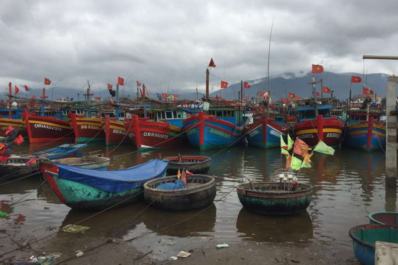 20190717-羿雯專題-台塑越南河靜煉鋼廠(越鋼)污染案過後,漁獲量銳減,很多漁船閒置在港口處。(彭保羅提供)