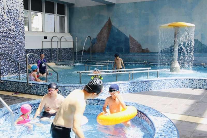 趁著暑假商機,飯店業者推出美食泡湯專案,SPA水療設施塑造了親子自由開放的舒適感,為美好旅途增添更多的舒活能量。(圖/礁溪麒麟飯店提供)