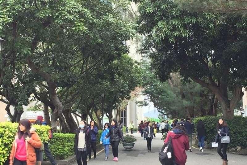 根據實價登錄統計,觀察107年1月至108年4月學生人數達15,000以上的大專校院周邊800公尺範圍內之住宅成交資料,交易量排行第一個為淡江大學。(圖/好房網提供)