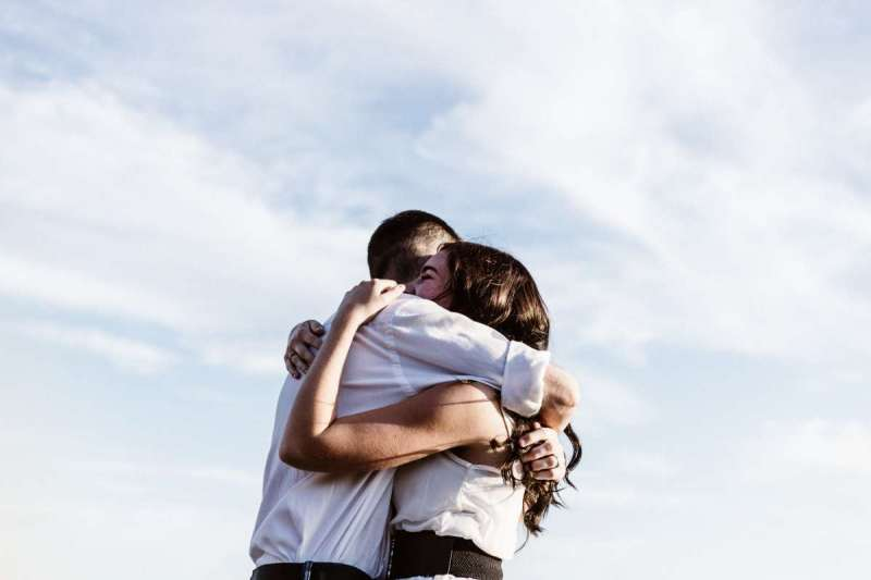 婚姻中漫不經意的一句話,都可能帶起兩人關係中巨大連鎖反應(示意圖/Unsplash)