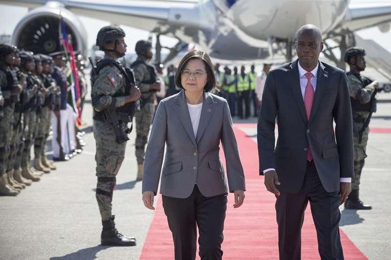 總統蔡英文出訪海地。民眾轉傳LINE訊息指此行「送」海地四十五億遭移送法辦。(取自總統府Flickr)