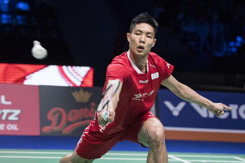 周天成在印尼羽球賽激戰中國名將林丹,最後以 2 比 1 的局數勝出,闖進八強。(資料照,美聯社)