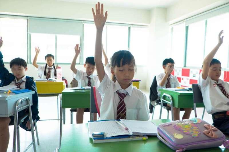 經濟學人智庫指出,情緒智商、創造性思考、團隊合作能力都是新世代孩子的關鍵能力(示意圖/Unsplash)