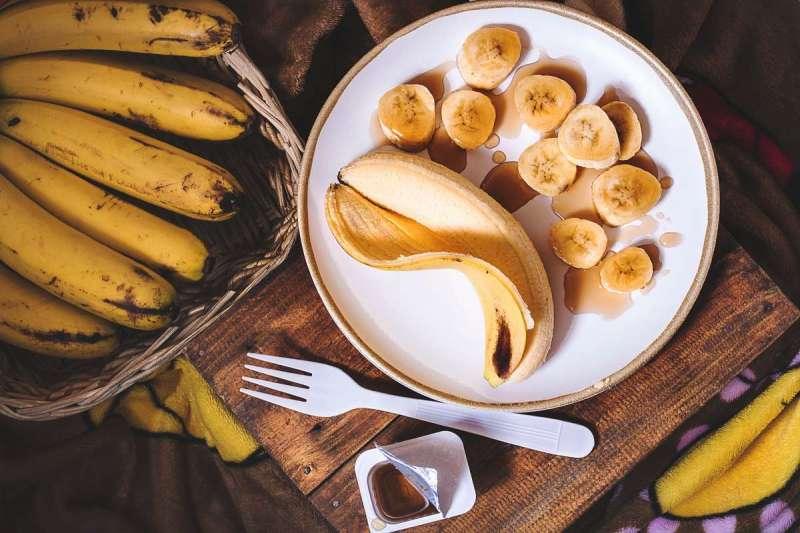 網上傳言,綠皮香蕉比黃皮香蕉營養價值高(圖/Unsplash)