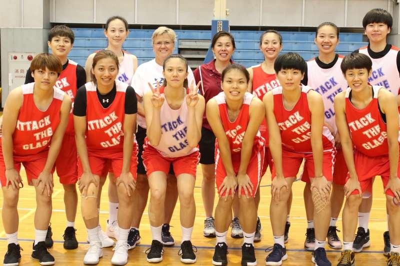 世大運女籃代表隊接受兩位NCAA教練訓練。(Double Pump 女子籃球誌攝)