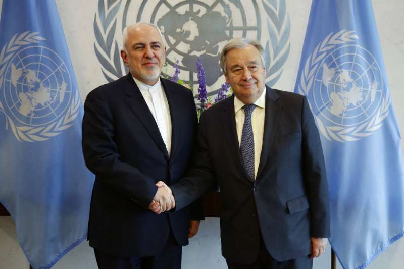 伊朗外交部長札里夫與聯合國秘書長古特雷斯。(AP)