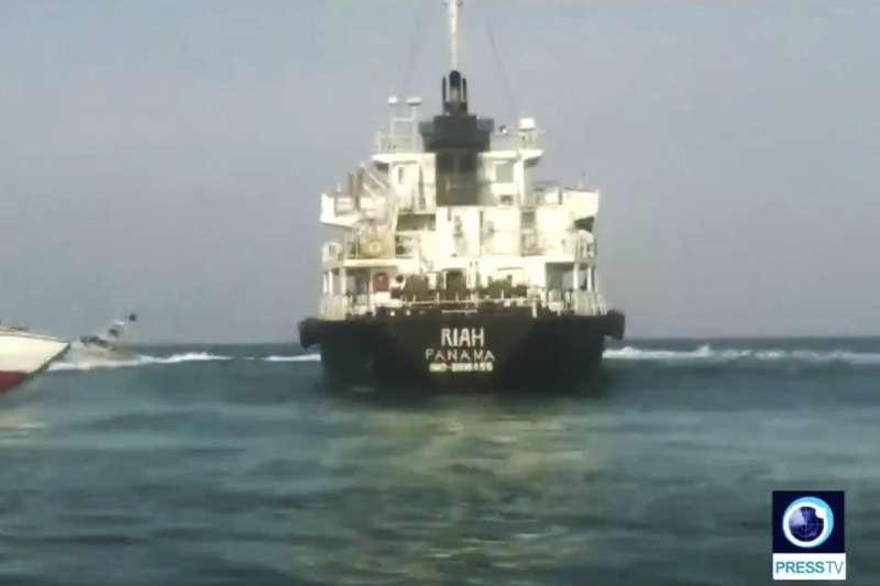 2019年7月13日在荷莫茲海峽遭伊朗扣押的巴拿馬籍油輪「利雅號」(MT Riah)(AP)