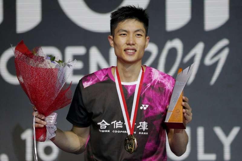 周天成在印尼公開賽成功擊敗丹麥好手安東森,拿下生涯首座超級1000系列賽的冠軍。 (美聯社)