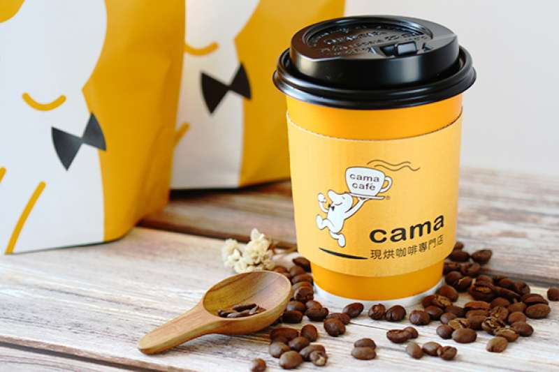 外帶咖啡cama cafe 拚興櫃。