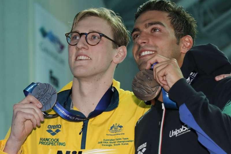 澳洲選手何頓與義大利選手德堤合照(AP)