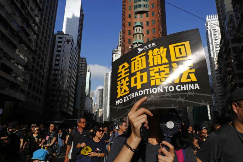 7月21日數十萬香港民眾再次走上街頭,和平表達反送中的訴求。(美聯社)