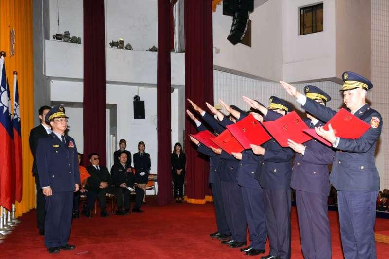 台北市警察局轄屬中正第一分局等5個分局及交通警察大隊卸、新任分局長、大隊長22日舉行交接典禮。(台北市警察局提供)