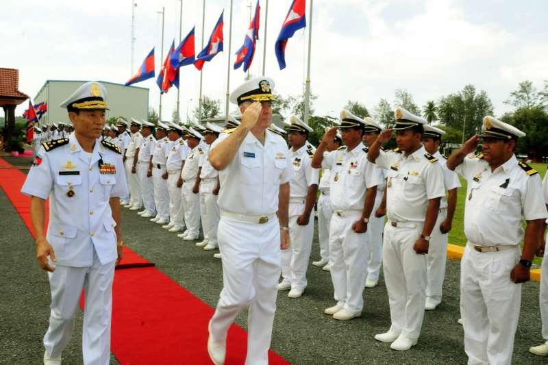 2012年,美國海軍與柬埔寨皇家海軍每年在雲壤舉行「海上戰備暨訓練聯合演習」(CARAT)(Wikipedia / Public Domain)