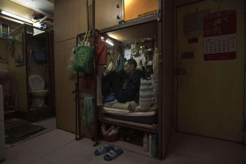 超過20萬香港人住在非法劏房裡,生活條件糟糕(美聯社)