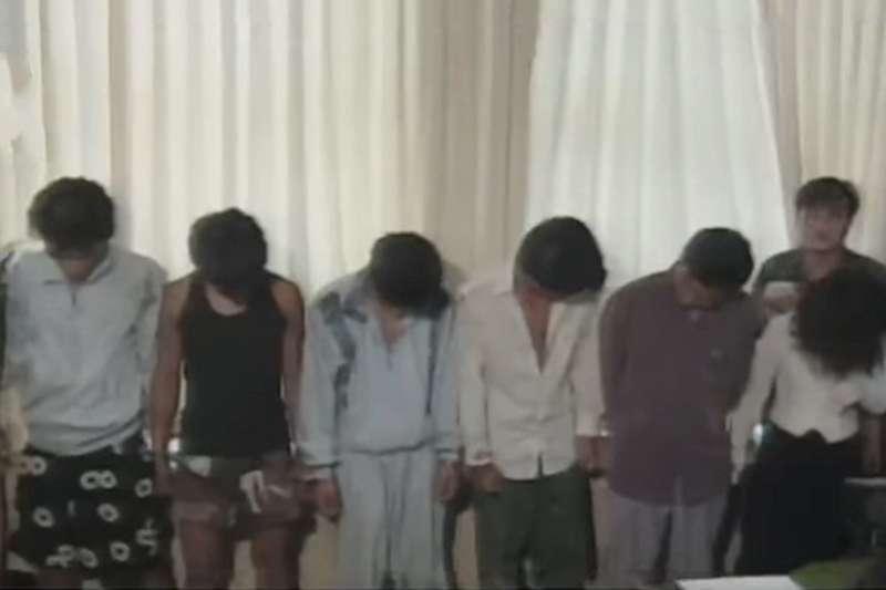 這些少年藉著對富貴的仇很,犯下一連串的暴行。(圖/取自youtube)