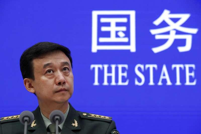 中國國防部新聞發言人吳謙24日發表中國2019年國防白皮書。(美聯社)