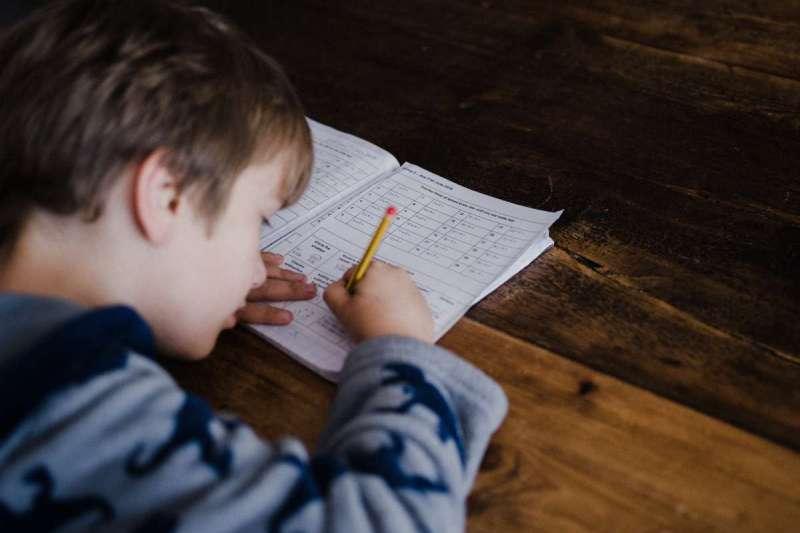 如果能讓數學和故事一樣,具有相連「情節」,學習數學就會像是看故事書,令人充滿期待(圖/Unsplash)
