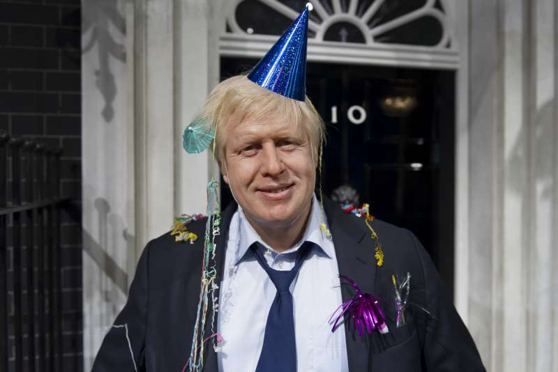 英國新首相強森24日正式走馬上任(美聯社)